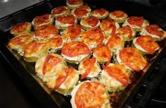 Zucchini with tomato and cheese Ingredients: - courgettes - tomatoes - cheese - garlic - Mayonnaise (sour cream) Preparation: Courgettes cut Ukrainian Recipes, Hungarian Recipes, Russian Recipes, Ukrainian Food, Roasted Vegetable Recipes, Vegetable Dishes, Zucchini Aubergine, Vegetable Casserole, Good Food