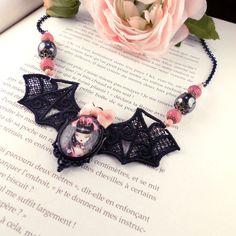 Collier dentelle Coeur de Lolita I // Fait main par CloveredC  #CloveredC #lolita #lgothic #pink #velvet #queen #necklace #elegant #victorian #etsy #handmade #handcrafted #bat #queen