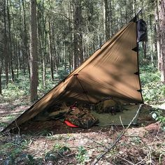 Top bushcraft skills that all wilderness lovers will most likely desire to learn today. This is essentials for preppers survival and will certainly protect your life. Bushcraft Camping, Bushcraft Backpack, Camping Tarp, Bushcraft Kit, Camping Shelters, Bushcraft Skills, Camping And Hiking, Camping Survival, Outdoor Survival