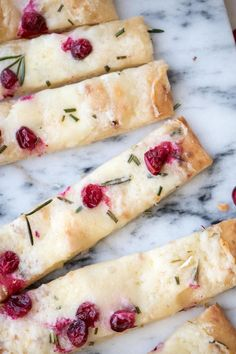 Creamy Cranberry Brie Flatbread-Could make with fat head pizza crust #onweekendswebrunch #brunchflatbread #brunchappetizer #brunchrecipes #cranberry #cranberryflatbread #cranberryrecipes