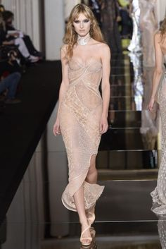 The Atelier Versace Haute Couture Spring 2015 collection was a celebration of curves and curls.