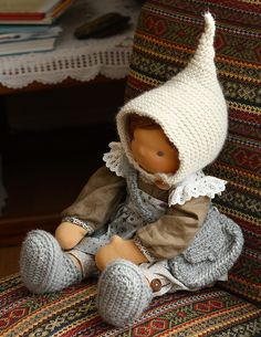 Awsome list of waldorf toys, woden houses, dolls, great website for inspiration! hat idea for figures