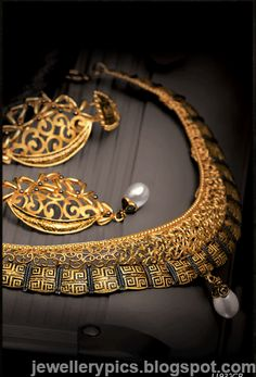 Intricate Gujarathi gold jewellery sets by Tanishq - Latest Jewellery Designs