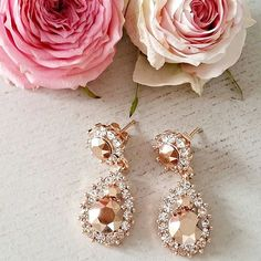 Sunday kind of love | Rose gold and flowers   #repost @lantlifsanette  www.lilyandrose.se  #lilyandrose #lilyandrosebyzetterberg #swarovski #jewellery #luxury #fashion