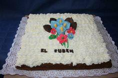 Brownie con nata,y flores de pasta de azúcar
