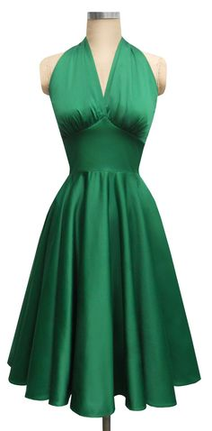 https://www.bkgjewelry.com/emerald-rings/589-18k-yellow-gold-diamond-emerald-solitaire-ring.html The perfect Marilyn Monroe inspired Party Dress in Emerald Green:: St. Patrick's Day Inspiration:: Flirty 50s party dress in green:: Retro Fashion:: Vintage Style