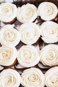 such elegantly frosted cupcakes!   www.georgestreetp...