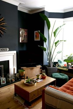 living room black wall fireplace moody bohemian interior home decor house decoration plants houseplants Dark Walls Living Room, New Living Room, Living Room Kitchen, Home And Living, Living Room Furniture, Living Room Fireplace, Dark Green Living Room, Living Room Plants Decor, Living Room Decor Colors