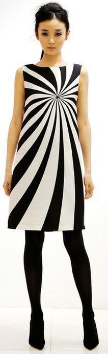 Lisa Perry Fall 2013 Ready-to-Wear Fashion Show Love Fashion, Fashion Art, High Fashion, Vintage Fashion, Fashion Design, London Fashion, Op Art, Monochrome Fashion, Black White Fashion