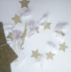 Γιρλάντα με αστέρια σε χρυσό χρώμα και κρεμαστά φτερά σε λευκό χρώμα ! Τα αστέρια είναι ραμμένα οριζόντια και μένουν σταθερά! Τα φτερά έχουν και τις δύο κατευθυνσεις και δίνουν κίνηση!♥ το συνολικό μήκος της είναι 1,50 cm συν το σχοινάκι αριστερά δεξιά .'Εχει15 αστέρια και 14 φτερά 9,5 cm Boy Room, Our Love, Boys, Baby Boys, Senior Boys, Sons, Guys, Man Room, Boy Rooms