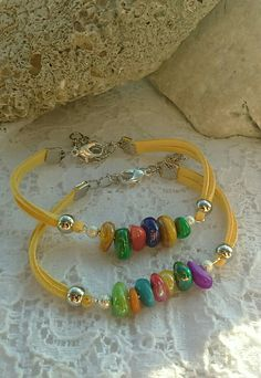 I don't care for the color of the cord but this is a great idea. I don't care for the color of the cord but this is a great idea. Leather Jewelry, Wire Jewelry, Jewelry Art, Jewelry Gifts, Beaded Jewelry, Jewelry Bracelets, Jewelery, Bijoux Diy, Jewelry Patterns