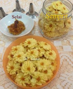 Semprit by Fah Umi Yasmin Macaroni And Cheese, Cake Recipes, Recipies, Food And Drink, Dishes, Cookies, Fruit, Ethnic Recipes, Recipes