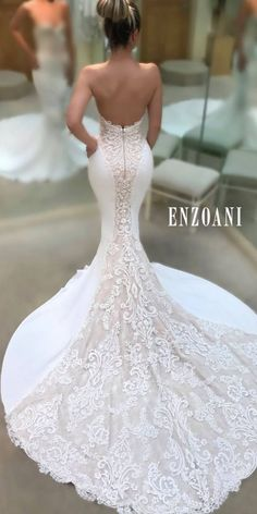 Elegant, fitted mermaid gown with beautiful train- perfect for an. Elegant, fitted mermaid gown with beautiful train- perfect for an hourglass figure💙 Stunning Wedding Dresses, Dream Wedding Dresses, Bridal Dresses, Beautiful Dresses, Wedding Gowns, Bridesmaid Dresses, Form Fitting Wedding Dresses, Wedding Rings, Fitted Wedding Dresses