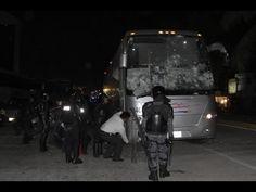 Policias destruyen autos en Guerrero para culpar a manifestantes.
