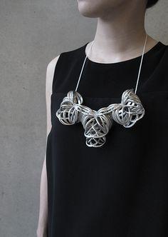 Sculptural Necklace with intertwining design, contemporary jewellery art // Kuntee Sirikrai