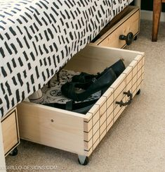 Stylish pull out diy under bed storage boxes for small bedrooms / Grillo Designs. Stylish pull out diy under bed storage boxes for small bedrooms / Grillo Designs www. Bedroom Storage Boxes, Under Bed Storage Boxes, Diy Storage Bed, Under Bed Drawers, Small Bedroom Organization, Diy Drawers, Storage Spaces, Bedroom Storage Ideas For Small Spaces, Organization Ideas