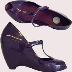 Melissa Vinyl Wedges in Violet. The wedge definitely gives an extra boost in height and the T-strap structure that closes with Velcro adds a unique ensembles. The glossy look is made of signature MELFLEX plastic and the insole is fabric lined that gives surprisingly extra comfortable...
