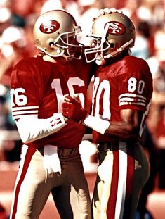 Joe Montana & Jerry Rice One of the Best if not the Best QB WR combos in Football 49ers Players, Nfl Football Players, Football Moms, Football Art, Football Uniforms, Vintage Football, Nfl 49ers, 49ers Fans, Joe Montana
