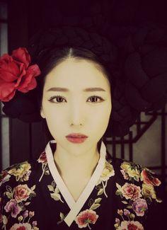 Beautiful Japanese Woman Korean Makeup, Korean Beauty, Asian Beauty, Japanese Girl, Japanese Beauty, Japanese Kimono, Japanese Culture, Korean Dress, Korean Hanbok