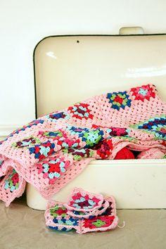 Transcendent Crochet a Solid Granny Square Ideas. Inconceivable Crochet a Solid Granny Square Ideas. Crochet Diy, Filet Crochet, Beau Crochet, Crochet Mignon, Manta Crochet, Love Crochet, Learn To Crochet, Beautiful Crochet, Crochet Crafts
