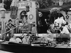 News Photo : Clarence Brown directs Greta Garbo , Fredric... Freddie Bartholomew, Fredric March, Anna Karenina, Still Image, On Set, Alter, Sea Shells, The Outsiders, Scene