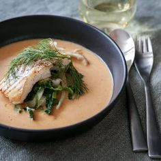 Fiskesuppe med torskefileter og grønt Soup Recipes, Cooking Recipes, Fish And Seafood, Food For Thought, Food Inspiration, Thai Red Curry, Treats, Dinner, Breakfast