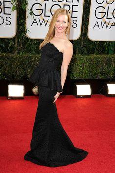 Golden Globes 2014 Red Carpet Dresses: Leslie Mann in Dolce and Gabbana