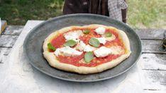 Foto: Fra TV-serien «Sommermat i Falkenberg Easy Snacks, Hawaiian Pizza, Vegetable Pizza, Vegetables, Tv, Foods, Disney, Basil, Food Food