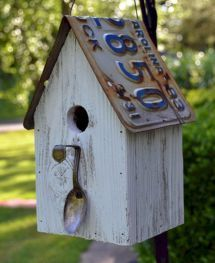 Rustic and cute Birdhouse! Rustic Spoon Birdhouse - Rustic Birdhouse - Spoon Birdhouse - License plate Birdhouse Image detail for -Whimsical. Bird House Plans, Bird House Kits, Rustic Spoons, Birdhouse Designs, Birdhouse Ideas, Rustic Birdhouses, Birdhouse Craft, Birdhouse Post, Midcentury Birdhouses