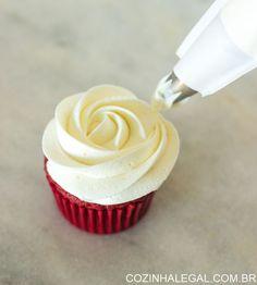 Chantininho é uma receita super simples de ser feita e perfeita para cobrir ou fazer decoração de bolos. Maravilhoso para usar com bicos russos!