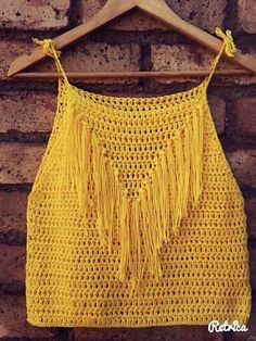 This Pin was discovered by Woo crochet top for summer, with fringes nice dresses for girls Crocheted Blouse Samples 4 Source by aymelekuzunoglu Crochet Halter Tops, Top Crop Tejido En Crochet, Débardeurs Au Crochet, Pull Crochet, Gilet Crochet, Mode Crochet, Crochet Summer Tops, Crochet Blouse, Crochet Stitches