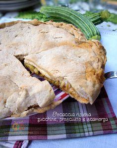 Focaccia ripiena zucchine, prosciutto e scamorza http://blog.giallozafferano.it/graficareincucina/focaccia-ripiena-zucchine-prosciutto-e-scamorza/
