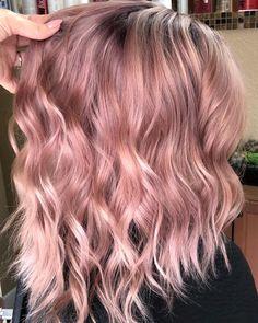 Irresistible Rose Gold Hair Color Looks – My hair and beauty Blond Rose, Rose Gold Hair Blonde, Dusty Rose Hair, Platinum Blonde, Brunette Hair, Silver Hair, Subtle Hair Color, Gold Hair Colors, Hair Colour
