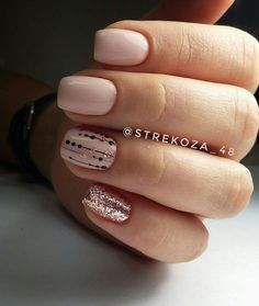 Opting for bright colours or intricate nail art isn't a must anymore. This year, nude nail designs are becoming a trend. Here are some nude nail designs. Nude Nails, Nail Manicure, Diy Nails, Perfect Nails, Gorgeous Nails, Pretty Nails, Nail Art Cute, Easy Nail Art, Diy Beauty Nails