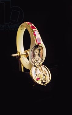 Locket ring belonging to Queen Elizabeth I, c.1575, containing portraits of herself and her mother, Anne Boleyn (gold with enamel, rubies, diamonds & mother-of-pearl)