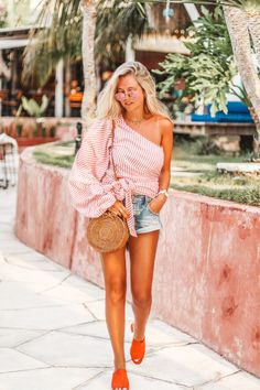 Revolve clothing // One Teaspoon shorts // Summer outfit in Bali