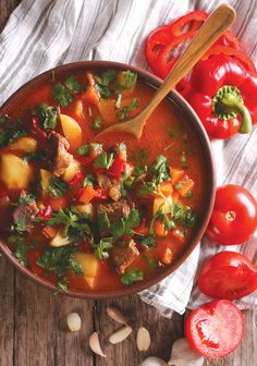 Ungarsk gullashsuppe - Food & Co Pasta Recipes, Soup Recipes, Dinner Recipes, Cooking Recipes, Easy Healthy Recipes, Easy Meals, Dutch Kitchen, Chili, Homemade Soup