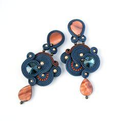 Elegant and classy soutache earrings YAVIE by MarikaZakrzewska, Boho Jewelry, Beaded Jewelry, Jewelery, Handmade Necklaces, Handmade Jewelry, Soutache Tutorial, Soutache Necklace, Polymer Clay Charms, Beaded Earrings