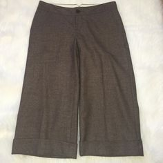 """Capris ⭐BR ️Brown tweed Capris in Ryan Fit⭐️Approximate measurements lying flat are: Length 25 1/2"""" & Waist 14""""⭐️Side pockets and cuff at hem⭐️Shell is 94% Wool, 5% Nylon & 1% Spandex⭐️Lining is95% Polyester & 5% Spandex⭐️Dry Clean⭐️No TradesNo PayPal Banana Republic Pants Capris"""
