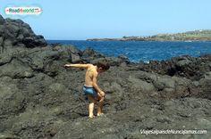 """Experimentando las rocas volcánicas en un """"charco"""" del norte de Tenerife"""