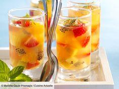 Verrines de fruits facile : découvrez les recettes de Cuisine Actuelle Verrine Fruit, Fruit Champagne, Cocktails, Drinks, Banquet, Food Art, Cantaloupe, Panna Cotta, Gluten