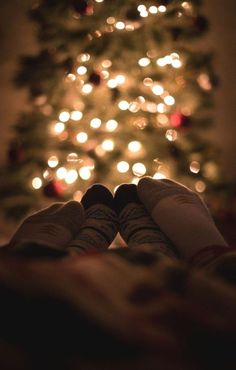 Cozying up to loved ones christmas christmas tree pictures, christmas photo Xmas Photos, Family Christmas Pictures, Christmas Couple, Winter Photos, Christmas Mood, Christmas Photoshoot Ideas, Christmas Baby, Family Photos, December Tumblr