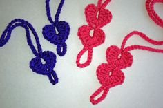 A free crochet pattern to make Baby Heart barefoot sandals.