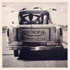 Steve McQueen's pickup truck loaded-up with his Bud Ekins' desert-modified Triumph Bonneville desert racer. Moto Triumph Bonneville, Triumph Motorbikes, Triumph Motorcycles, Cars And Motorcycles, Vintage Bikes, Vintage Trucks, Vintage Motorcycles, Old Trucks, Pickup Trucks