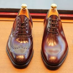 Full Brogue and Wholecut in the same Last of Carmina Shoemaker. @carminashoemaker #theshoemakerworld #carminashoemaker #spain #shoes #shellcordovan #horween #wholecut #oxford #fullbrogue #artisan #mallorca #footwear #menswear #last #shoemaker