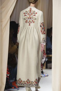 View all the detailed photos of the Valentino haute couture spring 2015 showing at Paris fashion week. Abaya Fashion, Muslim Fashion, Ethnic Fashion, Skirt Fashion, Couture Fashion, Boho Fashion, Fashion Dresses, Womens Fashion, Iranian Women Fashion