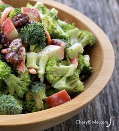 This broccoli apple salad has everything you crave - it's sweet, crispy, tart, crunchy and creamy. In other words, perfect! - Everyday Dishes & DIY