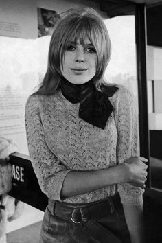 mode portrait  ♫  marianne faithfull (b. hampstead I946) singer music fashion le foulard the scarf pullover tricot knit les années 60 sixties
