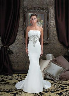 beautiful but... still don't get how you can walk in a mermaid dress                                           Look at her shape its a perfect hourglass