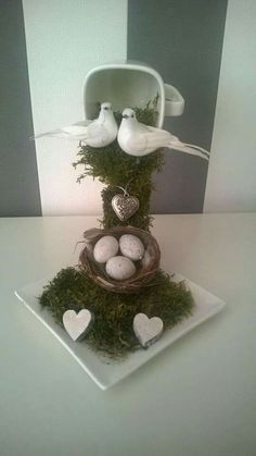How to make a Zwevend kopje. This has two doves and a nest can use as wedding centerpiece, or baby shower decor with the eggs in basket. Easter Crafts, Christmas Crafts, Christmas Decorations, Christmas Ornaments, Tea Cup Art, Tea Cups, Cup And Saucer Crafts, Floating Tea Cup, Crafts To Make